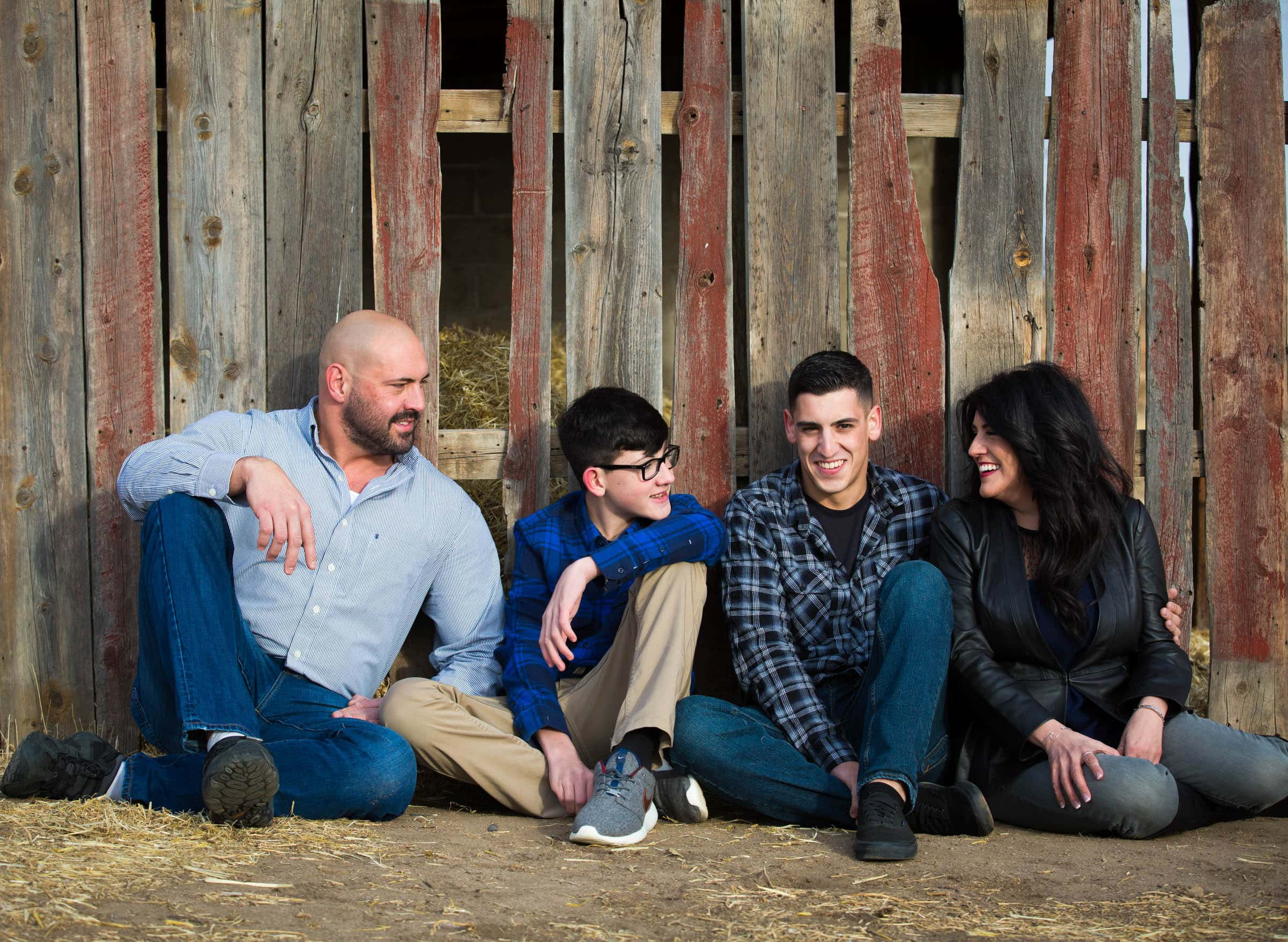 The Mancinis – Family Session at 17 Mile Farm Park
